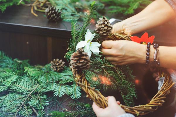 Holiday Wreath Making Workshop w/ Erin Roman | Red Skies Yoga